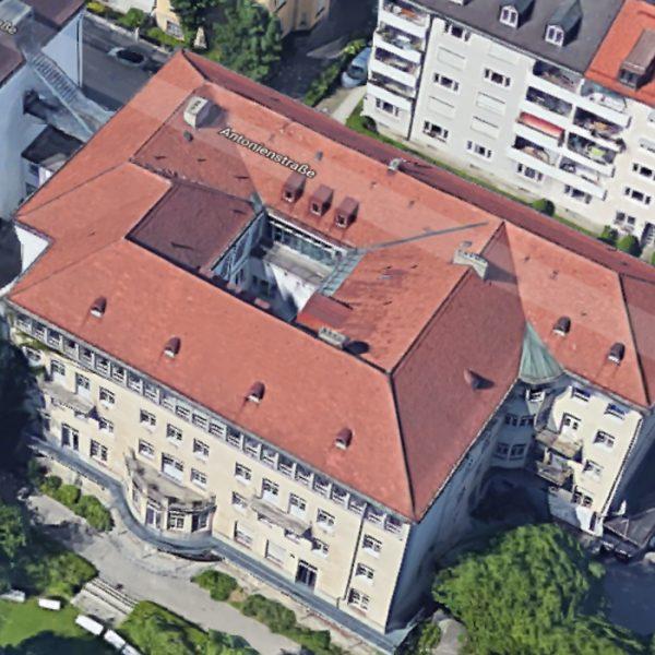 Bestanduntersuchung, Bestandsbewertung, statische Nachberechnung, Sanierungskonzept und Kostenermittlung für ein Sanierungskonzept der Berufsschule für Hauswirtschaft in der Antonienstraße 6, München. Luftaufnahme
