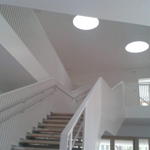 Statik, Planung, baulicher Brandschutz und ingenieurtechnische Kontrolle für Neubau Kita Baumkirchner Straße München. Innenansicht Treppe