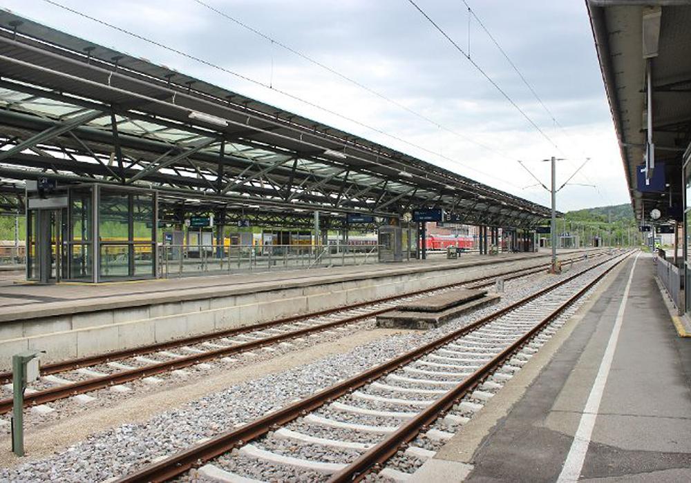 Statik für den Neubau einer Bahnsteig-Überdachung aus Stahlbeton und Konstruktionsstahl in Rottweil. Bahnsteig mit Überdachung in Stahlkonstruktion